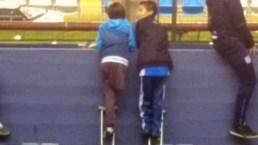 El conmovedor gesto de un niño sin una pierna