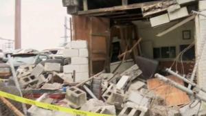 Auto se estrella contra negocio latino en Rhode Island