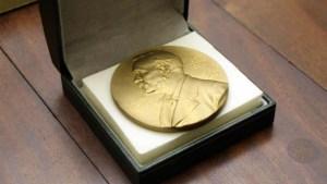 Tras escándalo, darán dos Premios Nobel de Literatura