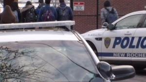 Presencia policial en escuela de New Rochelle