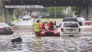 Residentes de Hackensack con el agua a la cintura