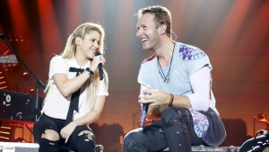 """Coldplay canta en español ante el """"Chantaje"""" de Shakira"""