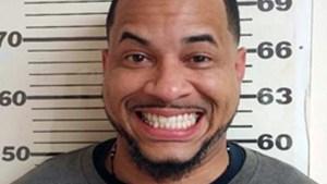 Fugitivo reacciona a captura con risa de oreja a oreja