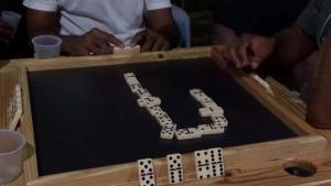 Tardes de dominó en República Dominicana