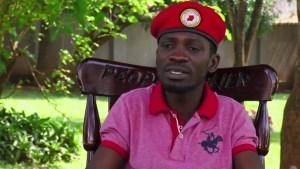 Uganda: astro pop busca la presidencia y teme por su vida