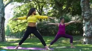 Yoga al aire libre para liberar el estrés