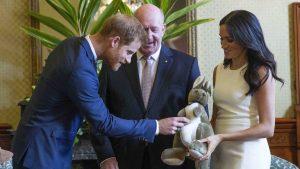 Dan a Meghan y Harry primeros regalos para futuro bebé