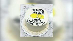 ¿Feliz vasectomía? Curioso pastel de una mujer a su esposo se vuelve viral