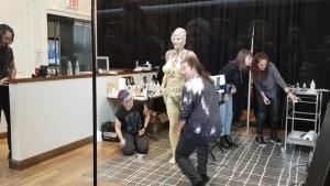 La modelo Heidi Klum se disfraza en un escaparate de Manhattan