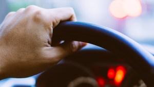 Indocumentados al volante: cómo sacar el seguro de auto
