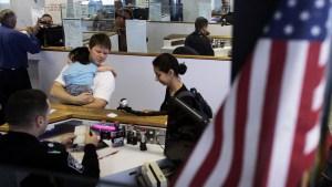 Inmigrantes inadmisibles: cómo solicitar un perdón migratorio