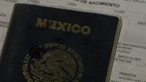 Inmigrante necesita pasaporte