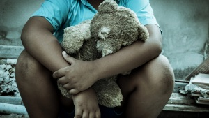 """""""Niño millonario"""" vive en pobreza extrema"""