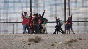 """¿Un """"zar"""" migratorio resolvería crisis en la frontera?"""