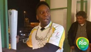 """""""O Rei"""" Pelé porta la antorcha olímpica"""