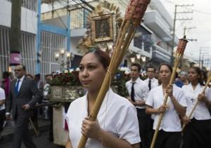 Dominicanos rinden tributo a la Virgen de la Altagracia