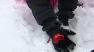 Familias disfrutan de la nieve tras tormenta