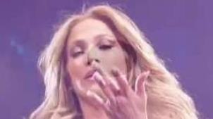 En pleno concierto: J-Lo sangra tras golpe en la cabeza
