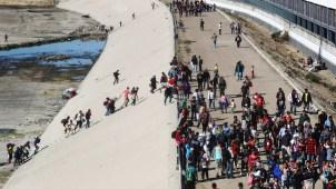 Justifican uso de gas lacrimógeno contra migrantes