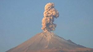 En video: imponente volcán hace erupción en México