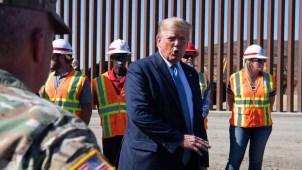 Trump visita sección de muro fronterizo en Otay Mesa