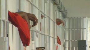 Nueva ley lleva a la liberación de recluso acusado de asesinato