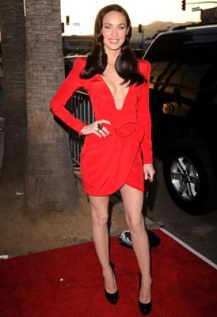 escote vertiginoso, una falda cortísima y ceñida, ¡más Megan Fox ...