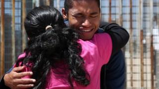 Parque de la Amistad: el lugar de los desgarradores abrazos