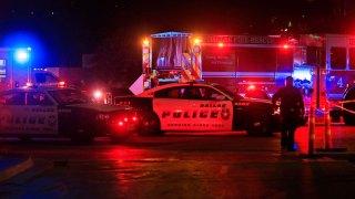Balean a la policía durante protesta pacífica en Dallas