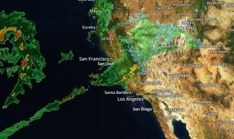 Cierres y evacuaciones debido a la lluvia