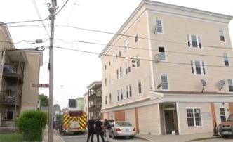Bebé de 18 meses cae de tercer piso en Rhode Island