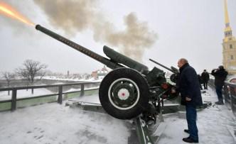 Putin sacude San Petersburgo con un cañonazo