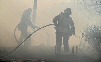 Fuertes vientos renueva actividad en el incendio Thomas
