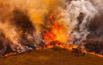 Vientos amenazan el Incendio Woolsey de 91,500 acres