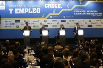 Candidatos salvadoreños prometen a empresarios reformas