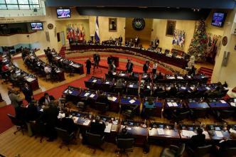 El Congreso de El Salvador estudia reformar ley para apoyar a retornados