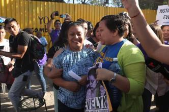 Condenada a 30 años por aborto recupera libertad