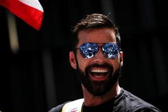 Ricky Martin causa furor como mariscal en desfile