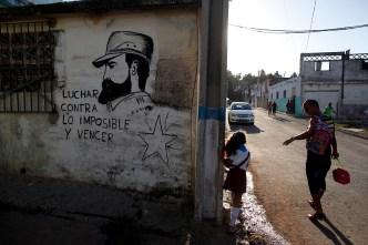 Raúl Castro anuncia que limitarán uso de nombre de Fidel