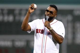 Big Papi hace 1er lanzamiento en juego de Los Red Sox