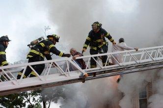 Rescatan envejecientes y animales de fuego en Brockton