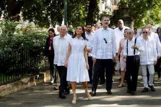 Cubanos en Miami protestan en contra de la visita real