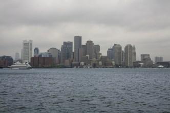 Panorama gris con lluvias dispersas