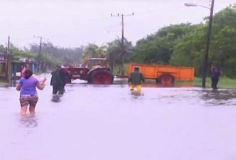 Fuertes vientos azotaron la región occidental de Cuba