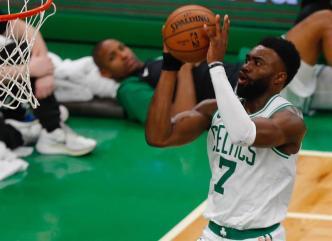 Brown y Smart lideran la victoria de los Celtics sobre los Nets