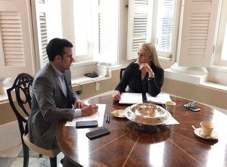 Rosselló publica foto de conversación con Wanda Vázquez