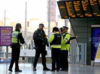 """Califican de """"terrorista"""" ataque en metro de Manchester"""