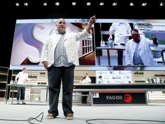 José Andrés ofrece comida de Acción de Gracias a víctimas de incendio en California