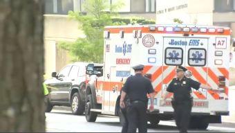 Ataque en ambulancia: paramédico apuñalada en Boston