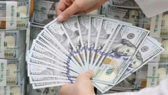 Mujer devuelve millón de dólares que banco ingresó por error